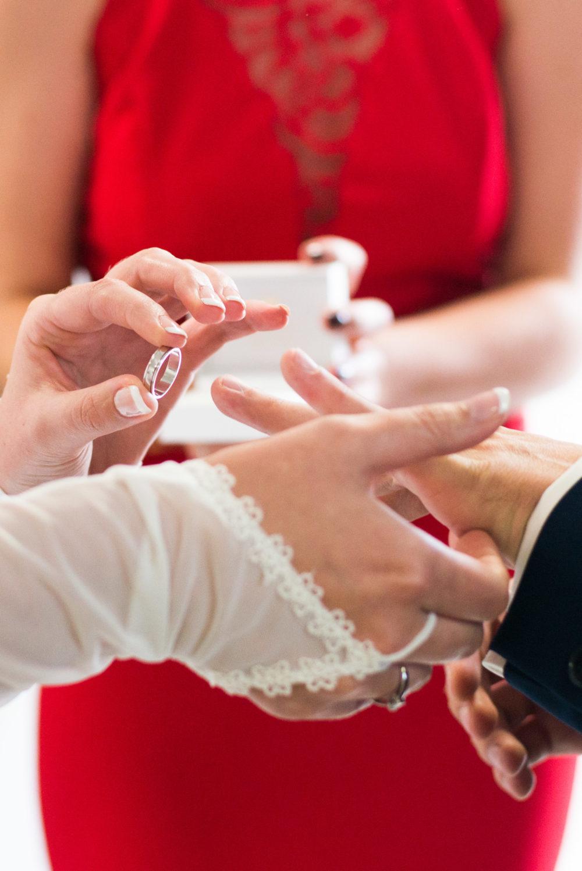 mariage événement robe blanche photo costume amour tapa idée communication bague autel moment mairie
